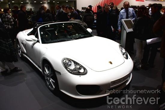 Porsche представляет электромобиль