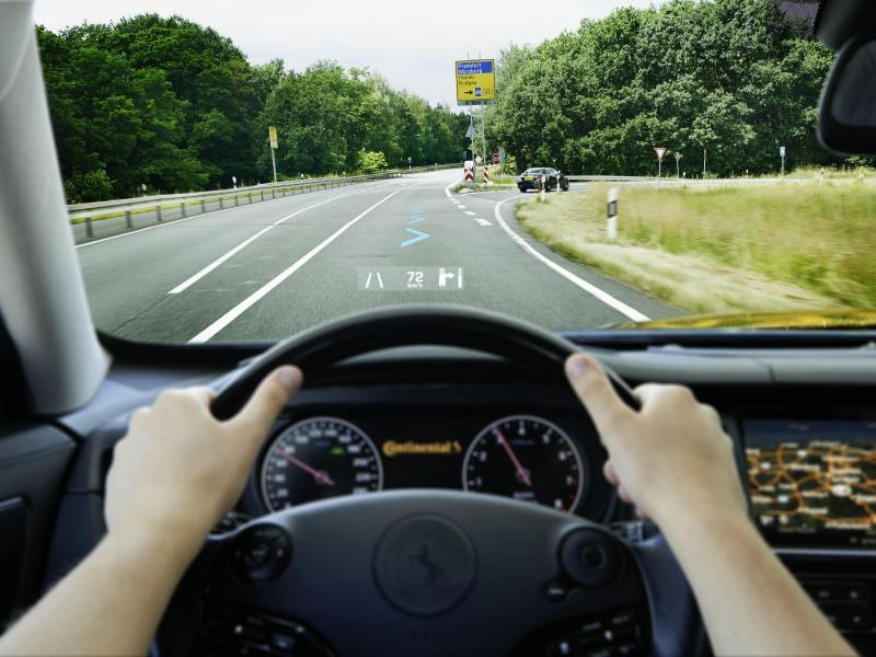 Benefits of a Head-up-Display in the car