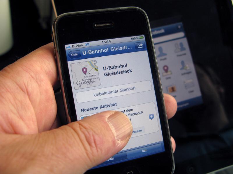 [Мобильные телефоны с прямым доступом к Facebook