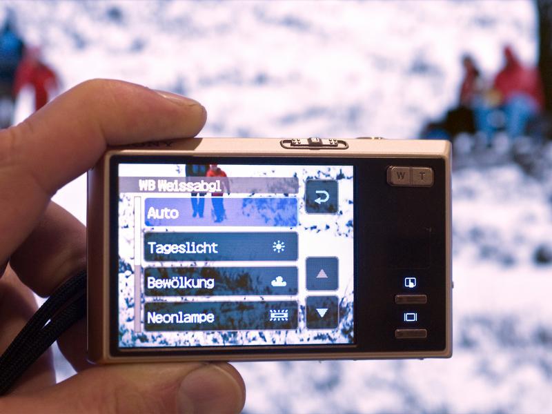 Гаджеты, мобилки и другие устройства нужно держать в тепеле...