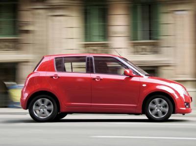 Suzuki Swift - надежный ветеран малолитражных автомобилей