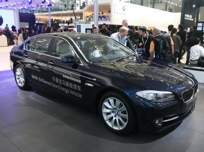 BMW 5-й серии оснащен гибридным приводом