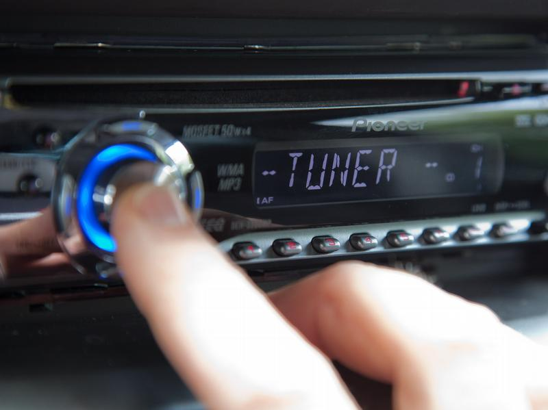 Musik im Auto: Radio und CD-Player klar vor MP3 & Co.