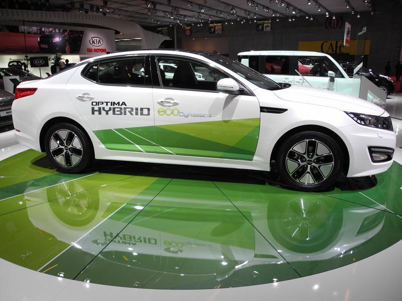 Эко-звезды на выставке в Париже - Nissan Optima Hybrid