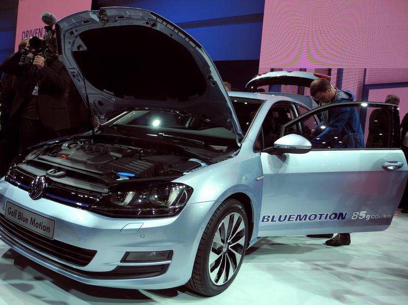Эко-звезды на выставке в Париже - VW Golf Blue Motion