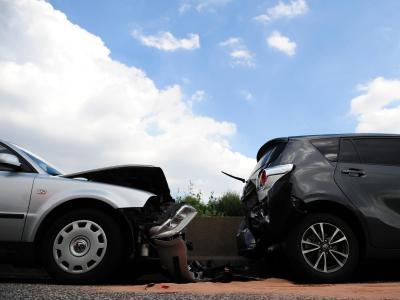 Motor-Praxis |Versicherung kann nach Verkehrsunfall 6 Wochen prüfen