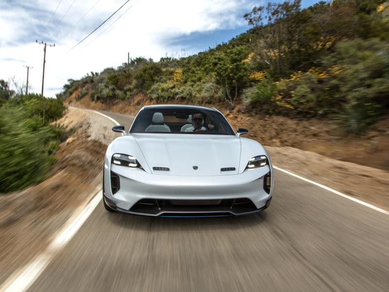 Test Porsche Mission E Cross Turismo