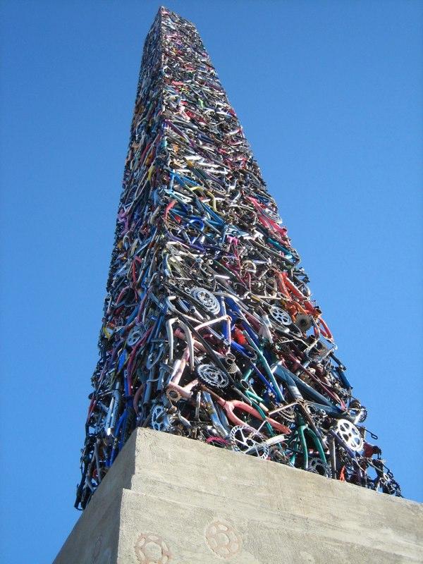 Памятник из велосипедов