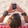 Vorsicht beim Strandurlaub: Salzwasser und Sand ruinieren dein Smartphone
