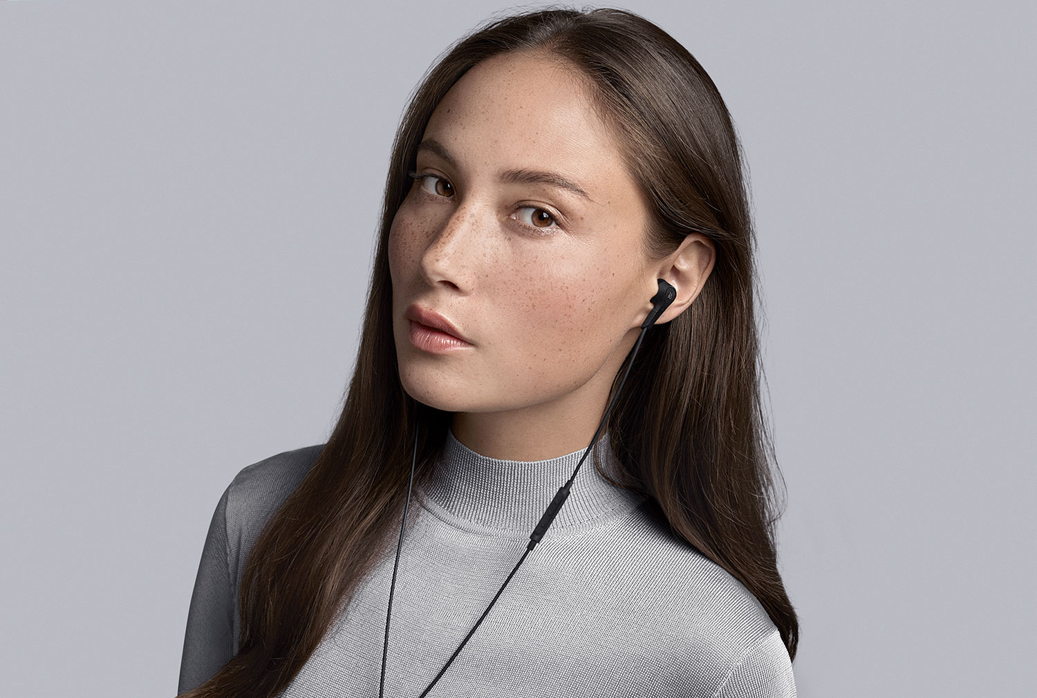 Beoplay E4 Kopfhörer mit Active Noise Cancelling:
