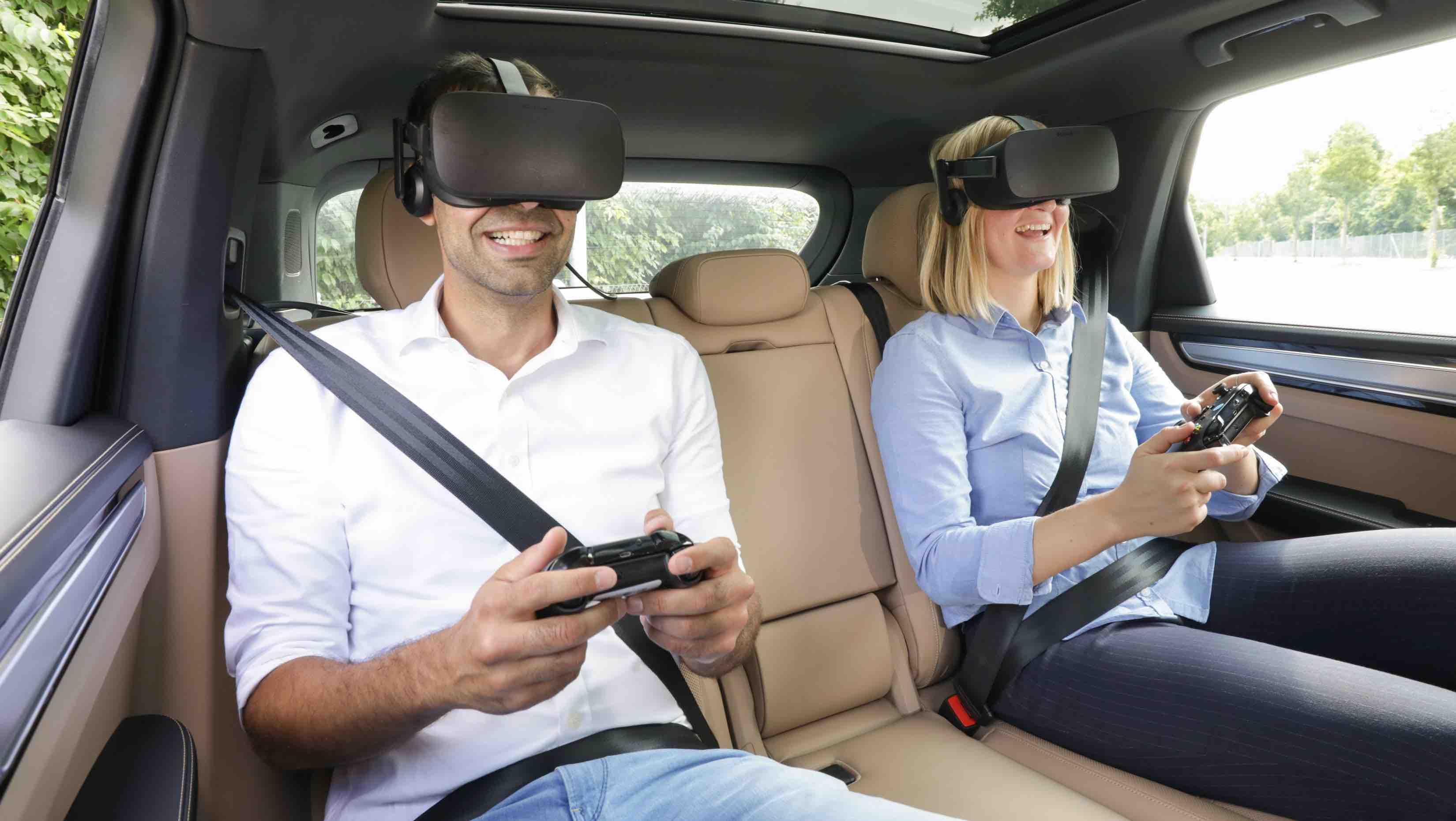 """Porsche """"holoride"""" bietet VR-Unterhaltung für den Rücksitz"""