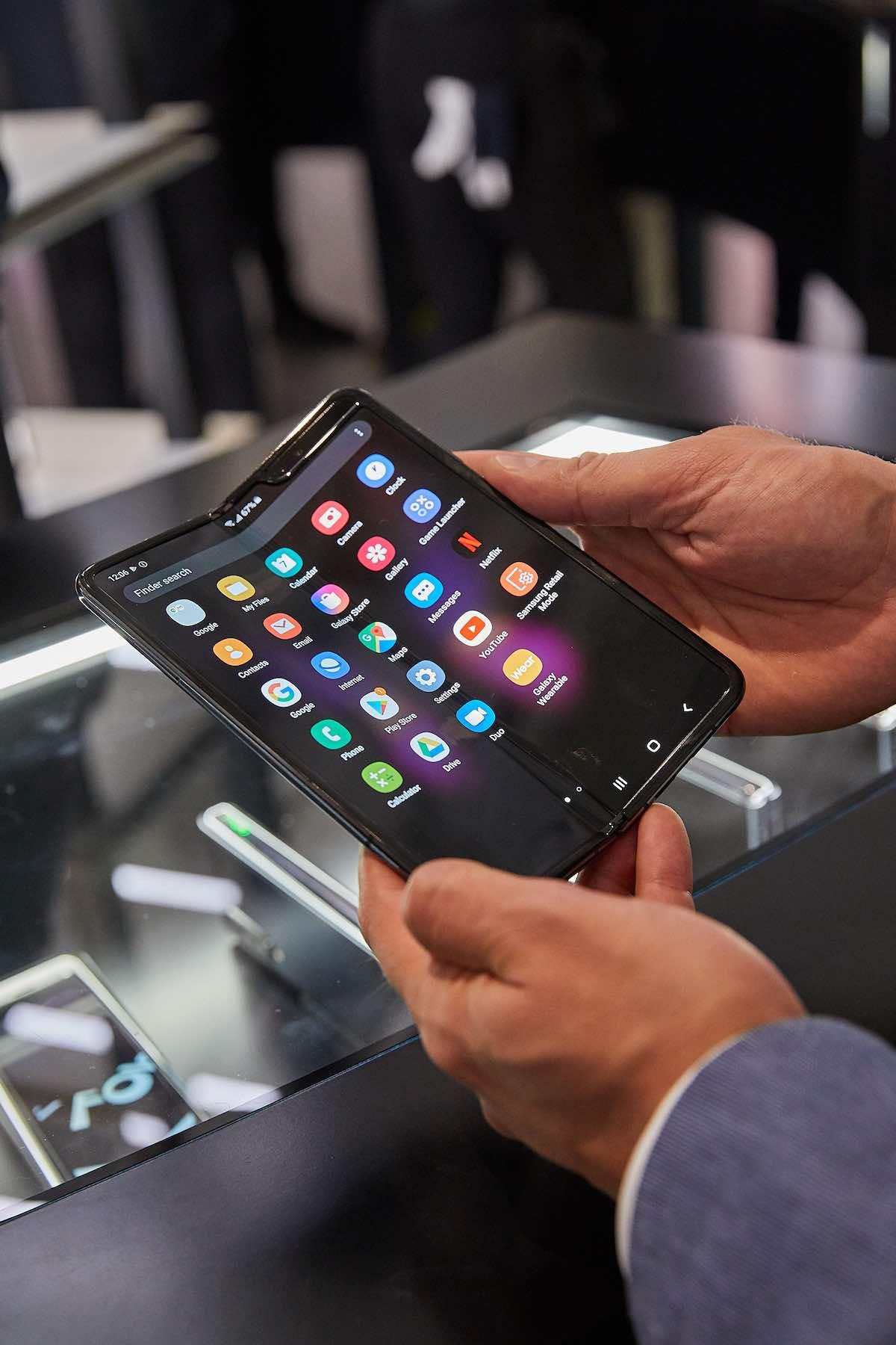 Samsung-Galaxy-Fold-5G-Samsung-faltet-das-Handy-zum-zweiten-Mal_075St